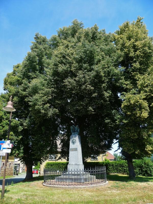 Dem Thiersch Denkmal, Bild von M Wittenberg, 2014-07-03